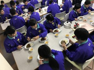 スキー学校昼食